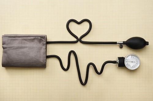 Huyết áp là một trong những yếu tố sức khỏe tim mạch cần theo dõi và kiểm tra thường xuyên.