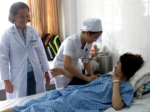 Chị T được kiểm tra lần cuối trước khi xuất viện