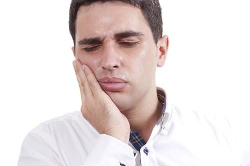 Nếu thường xuyên thức dậy với cơn đau đầu vào buổi sáng, thói quen nghiến răng có thể là nguyên nhân.