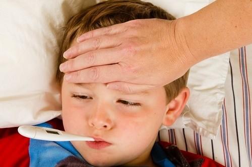 Cần nghỉ ngơi tại chỗ và tuân thủ theo chỉ định điều trị của bác sĩ để cải thiện tình trạng sức khỏe khi mắc quai bị
