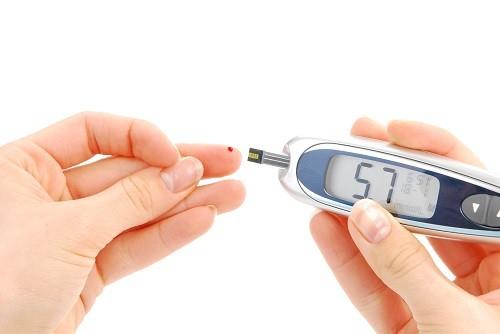 Cả hai loại bệnh tiểu đường có thể dẫn đến sụt cân ngay cả khi người bệnh thấy thèm ăn hơn bình thường.