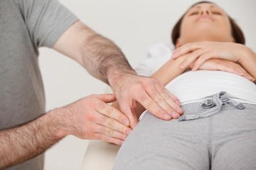 Người bệnh cần đi khám và điều trị sớm khi có dấu hiệu thoát vị bẹn