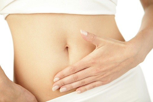 Một dấu hiệu cảnh báo sớm của thai ngoài tử cung là đau ở vùng bụng dưới và chuột rút ở một bên của xương chậu.