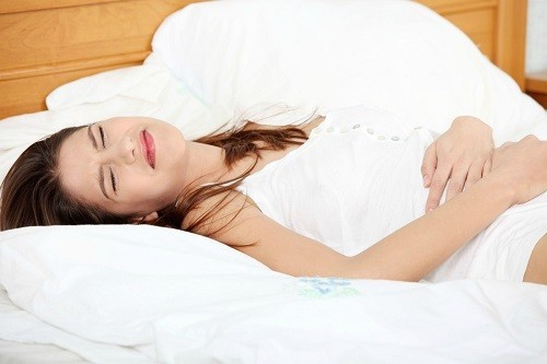 Sau khi phát hiện có các triệu chứng chửa ngoài tử cung, nếu cảm thấy đau dữ dội, người mẹ cần được cấp cứu ngay lập tức.