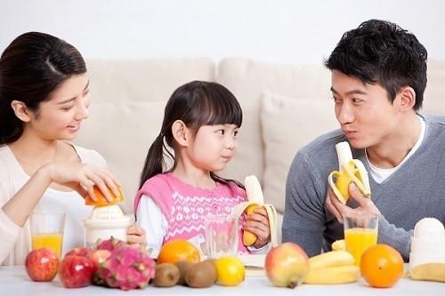 Cần ăn nhiều chất xơ, bổ sung rau củ quả hàng ngày để phòng ngừa tình trạng đi ngoài phân đen
