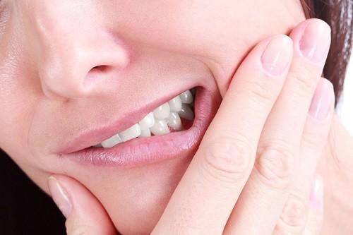 Đau khi mọc răng khôn cực kỳ khó chịu, nhiều người thậm chí bị đau đến mất ăn mất ngủ.