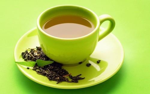 Thưởng thức một tách trà xanh và dành thời gian nghỉ ngơi sẽ hỗ trợ tiêu hóa đồng thời làm giảm đầy hơi chướng bụng.