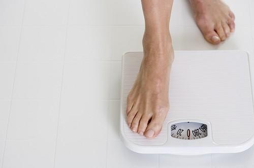 Ăn uống lành mạnh và tập thể dục thường xuyên là cách hiệu quả để kiểm soát cân nặng.