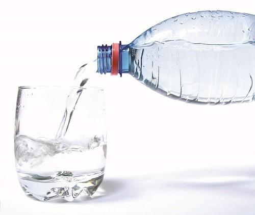 Nhớ uống nhiều nước, bắt đầu bằng một vài ngụm nhỏ sau khi phẫu thuật và sau đó gia tăng theo sức chịu đựng.