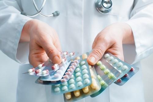Dùng thuốc giảm đau theo chỉ dẫn của bác sĩ phẫu thuật.