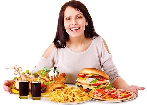 Người bệnh sau mổ ruột thừa cần tránh các thực phẩm chế biến sẵn, nhiều dầu mỡ...không tốt cho sức khỏe