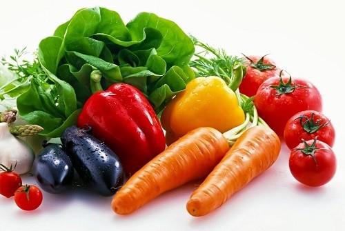 Người bệnh u nang buồng trứng nên ăn nhiều rau xanh, củ quả nhằm bổ sung chất xơ, vitamin cho cơ thể