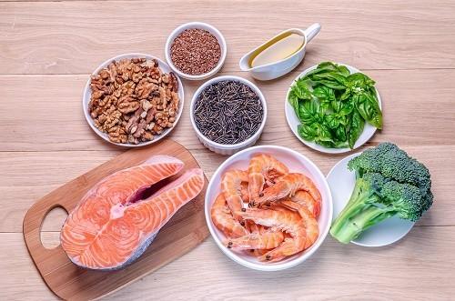 Người bệnh cũng nên bổ sung các thực phẩm giàu omega 3 giúp tăng cường sức khỏe