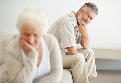 Đổ mồ hôi đêm chỉ là một trong nhiều triệu chứng xuất hiện trong thời kỳ mãn dục nam.