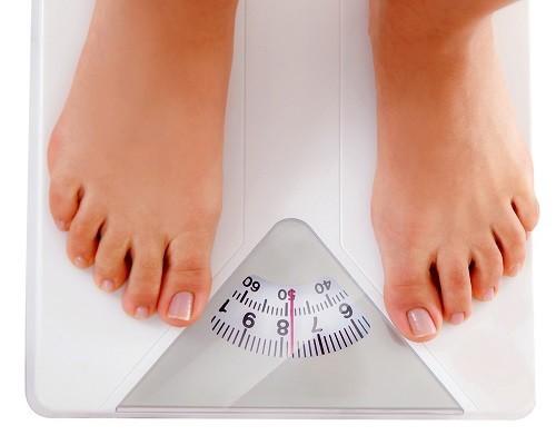 Nếu vẫn duy trì chế độ dinh dưỡng và sinh hoạt giống như trước đây và cân nặng vẫn tăng lên thì nên chú ý.