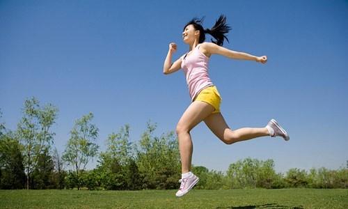 Nên tạo cho mình thói quen tập thể dục hàng ngày nhằm tăng cường sức khỏe