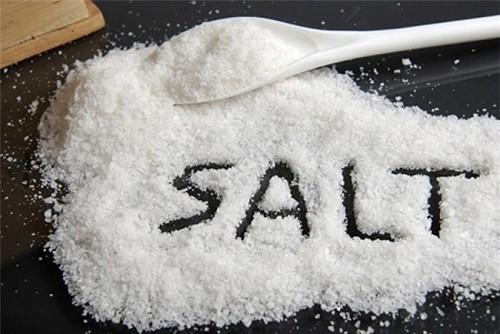 Thói quen ăn mặn hoặc thường dung nạp những thực phẩm giàu muối cũng gây bệnh trĩ