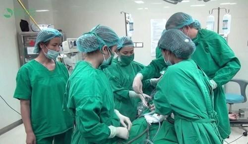 Trong trường hợp u xơ tử cung có kích thước lớn thì được chỉ định phẫu thuật nội soi cắt khối u để ngăn biến chứng