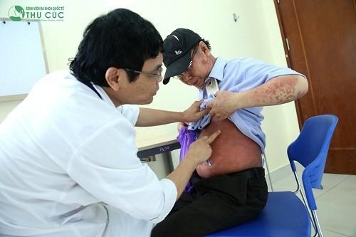 Người bệnh cần tới bệnh viện để bác sĩ kiểm tra và chỉ định xét nghiệm cần thiết nhằm chẩn đoán chính xác bệnh