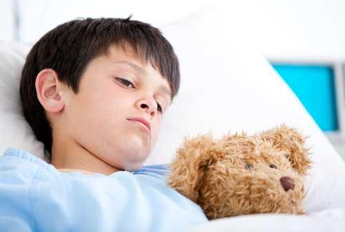 Khi bị xoắn tinh hoàn, trẻ sẽ có cảm giác đau, khó chịu, ảnh hưởng tới sức khỏe, sinh hoạt