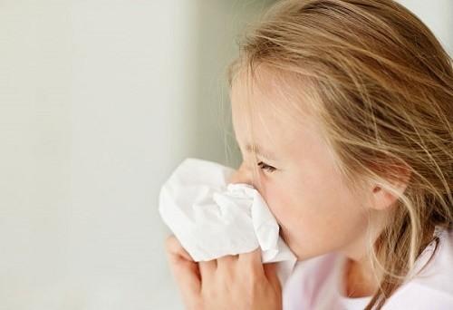 Thời tiết thay đổi khiến trẻ dễ mắc các bệnh như cảm cúm, viêm mũi, viêm phế quản...