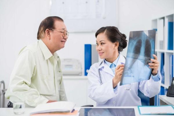 Bạn nên đến cơ sở chuyên khoa để thăm khám khi xuất hiện 1 trong 7 dấu hiệu của bệnh phổi