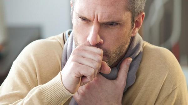 Người mắc bệnh phổi thường ho thành cơn, ho thúng thắng.