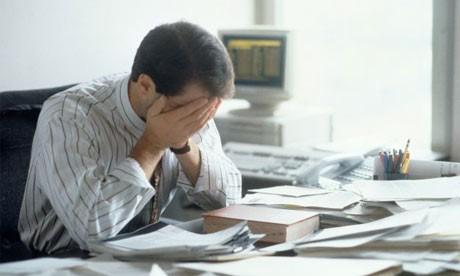 công việc văn phòng thường xuyên chịu áp lực của công việc khiến cho côn người dễ bị căng thẳng, stress, tinh thần mệt mỏi, không ổn định, những điều này sẽ tác động đến sự hình thành của trĩ.