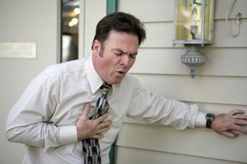 Bệnh thường gây ảnh hưởng xấu tới sức khỏe, khiến người bệnh khó thở, ho dai dẳng, đau tức ngực