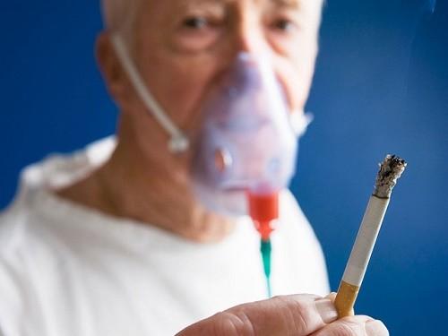Bệnh phổi tắc nghẽn mạn tính do nhiều nguyên nhân gây ra như khói thuốc lá, thường xuyên hít phải không khí ô nhiễm