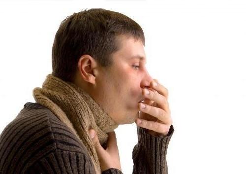 Tùy vào từng giai đoạn bệnh mà có biểu hiện nặng - nhẹ khác nhau như ho, khó thở...
