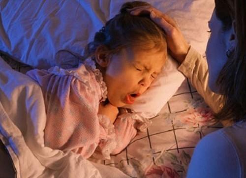 Viêm phế quản ở trẻ em thường có biểu hiện ho kéo dài, khó thở về đêm