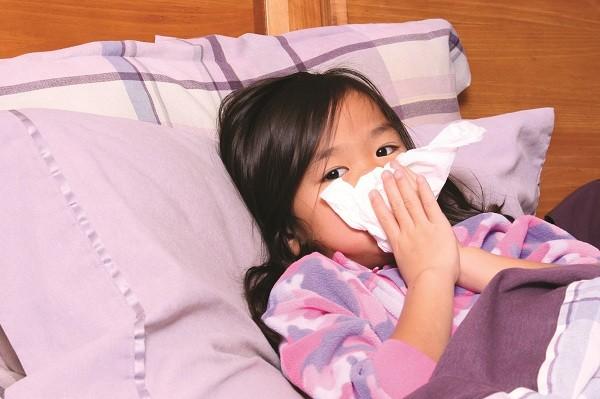 Giao mùa là thời điểm bùng phát của bệnh viêm đường hô hấp.