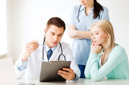 Trước hết hãy tìm hiểu chính xác để biết những phần nào sẽ bị loại bỏ trong quá trình phẫu thuật cắt bỏ tử cung cũng như những biến chứng và rủi ro có thể gặp phải.