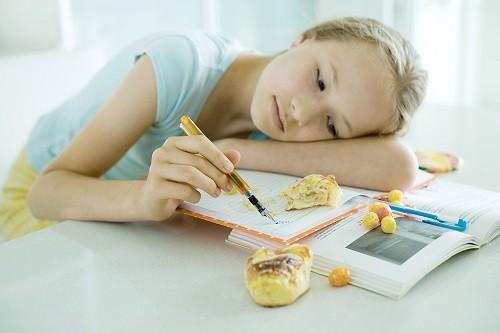 Những người mắc bệnh thận mạn tính cũng cảm thấy chán ăn. Một số người cho biết miệng có vị chua hoặc kim loại làm giảm sự thèm ăn.