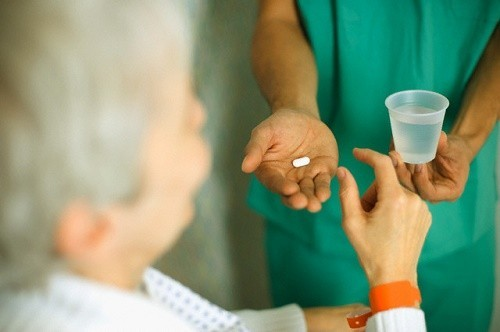 Người bệnh cần tuân thủ theo đúng đơn thuốc điều trị viêm phế quản mạn tính của bác sĩ để đạt hiệu quả cao