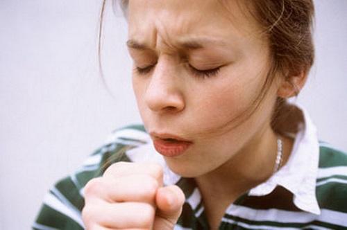 Người bệnh giãn phế nang thường có triệu chứng ho, khó thở, tím tái môi, đau thượng vị...