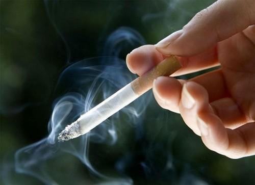 Những người thường xuyên hút thuốc lá, thuốc lào...là một trong những nguyên nhân gây ho kéo dài