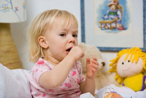 Thời tiết chuyển mùa khiến trẻ em dễ mắc các bệnh về đường hô hấp