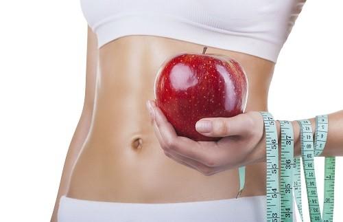 Tham khảo ý kiến của bác sĩ hoặc chuyên gia dinh dưỡng về việc thay đổi chế độ ăn uống kết hợp tập thể dục nhẹ để giúp giảm cân một cách an toàn.