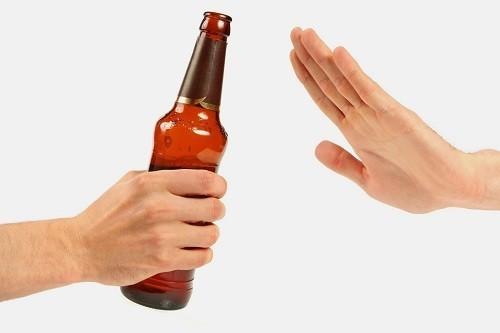 Cố gắng hạn chế uống rượu bia hoặc kiêng hoàn toàn.