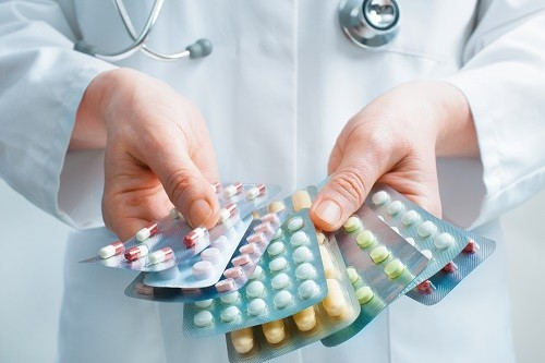 Để tránh các tác dụng phụ không mong muốn từ thuốc giảm đau, hãy uống thuốc theo đúng chỉ định của bác sĩ và hỏi ý kiến tư vấn ngay khi phát hiện có vấn đề.