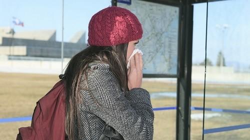 Mùa đông lạnh và không khí khô là những yếu tố nguy cơ dễ gây chảy máu mũi.