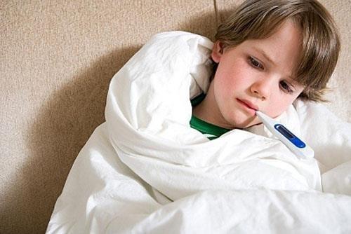 Nếu không phát hiện và điều trị sớm, bệnh có thể gây biến chứng nguy hiểm, ảnh hưởng tới sức khỏe, đặc biệt là trẻ nhỏ