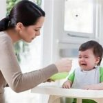 Những sai lầm của cha mẹ khi cho trẻ ăn dặm