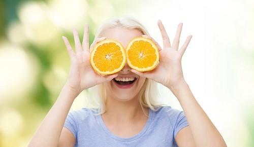 Một chế độ ăn uống cân bằng là một biện pháp đơn giản nhưng hiệu quả để mắt luôn sáng rõ.