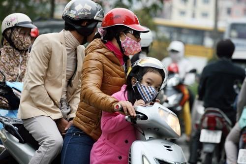 Để phòng bệnh khi trời lạnh cần chú ý mặc ấm khi ra đường, tránh gió lùa và virus gây bệnh
