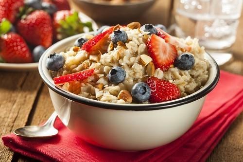 Theo Trung tâm Y tế Đại học Maryland, ăn trái cây, rau và ngũ cốc có nhiều chất xơ hàng ngày sẽ làm giảm nguy cơ bệnh tim.