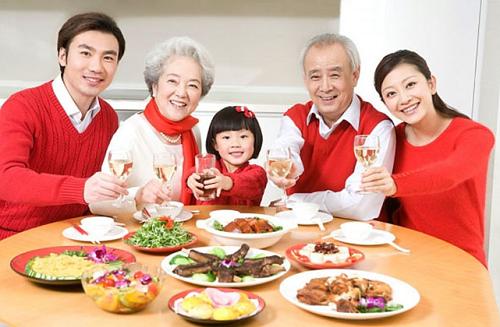 Để phòng ngừa nguy cơ mắc viêm phổi cấp tính cần đảm bảo đầy đủ dinh dưỡng trong chế độ ăn uống hàng ngày