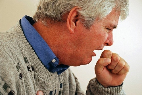 Bệnh thường bắt đầu bằng những cơn ho, khó thở, sốt...khiến cơ thể mệt mỏi